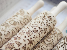 https://www.notonthehighstreet.com/boonhomeware/product/christmas-pattern-embossing-rolling-pin