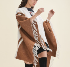 https://fr.maje.com/fr/collection/echarpes-et-foulards/elba/H17ELBA.html?dwvar_H17ELBA_color=0101#start=6