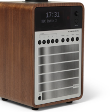 https://www.mrporter.com/en-vn/mens/revo/supersignal-walnut-and-aluminium-digital-radio/641115