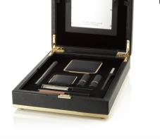 https://www.net-a-porter.com/fr/fr/product/1016985/victoria_beckham_estee_lauder/coffret-beaute-light-box-noir--daylight-edition