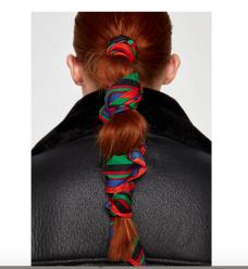 https://www.zara.com/fr/fr/foulard-à-rayures-p07564209.html?v1=5036580&v2=802623