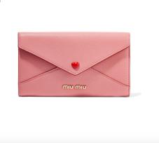 https://www.net-a-porter.com/fr/fr/product/995637/miu_miu/portefeuille-en-cuir-texture-envelope