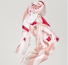 https://www.massimodutti.com/fr/femmes/accessoires/foulards/foulard-imprimé-rayures-croisées-c1353021p8203512.html?colorId=630&categoryId=1353021