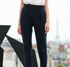 https://fr.claudiepierlot.com/fr/categories/pantalons-et-jeans/popup/32P2H17.html?dwvar_32P2H17_color=5643#sz=27&start=426