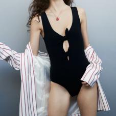 https://fr.maje.com/fr/accessoires/collection/maillots-de-bain/tiphaine/E18TIPHAINE.html?dwvar_E18TIPHAINE_color=0002#sz=48&start=865