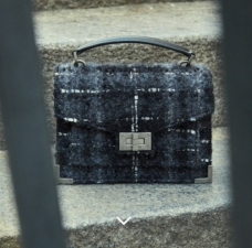 https://www.thekooples.com/fr/emily-tweed-small-1602070.html