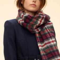https://fr.claudiepierlot.com/fr/accessoires/foulards-et-echarpes/abbey/186A15H18.html?dwvar_186A15H18_color=6874#sz=27&start=101
