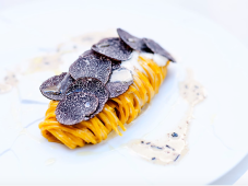 https://www.fourseasons.com/fr/paris/dining/restaurants/le_george/